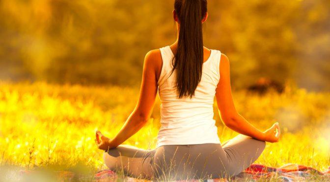 Faire du yoga peut aider à gérer son stress au travail.