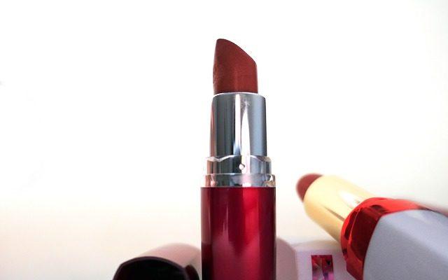 Rouge à lèvres comment se maquiller les lèvres pour le travail